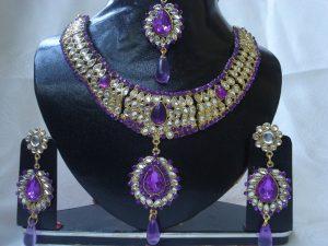 Si bijuteriile au parte de reclame ca in filme